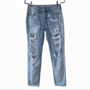 American Eagle Tomgirl Boyfriend distressed jeans